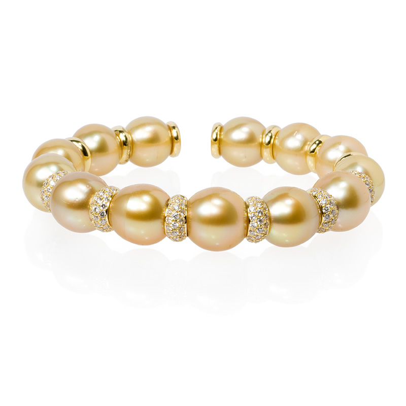bangles lyst bracelet majorica metallic goldwhite round jewelry bangle in pearl
