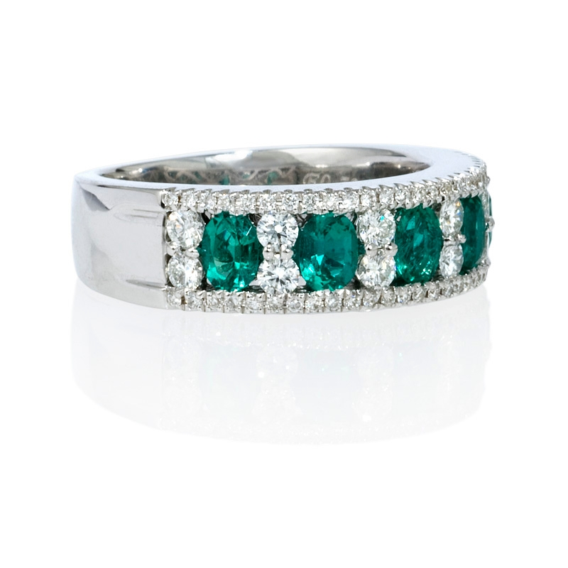 59ct and emerald 18k white gold ring