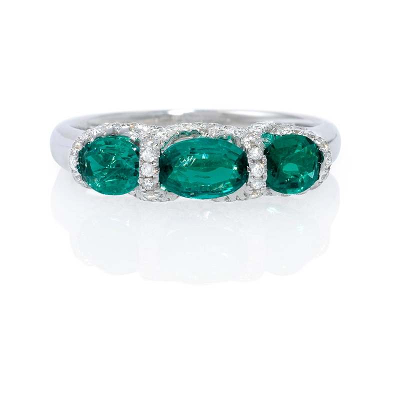 30ct and emerald 18k white gold ring