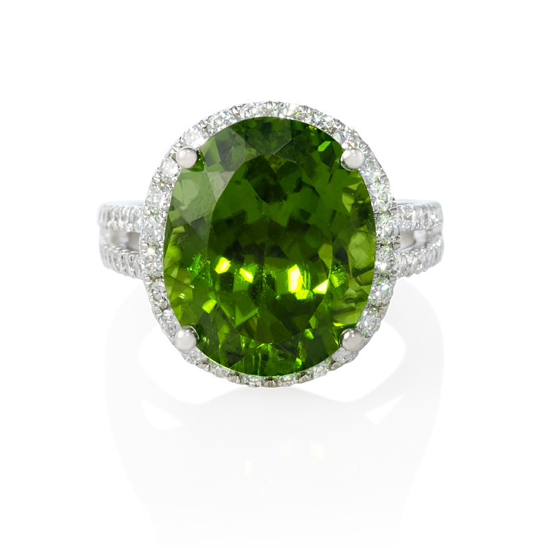 79ct and peridot 18k white gold ring
