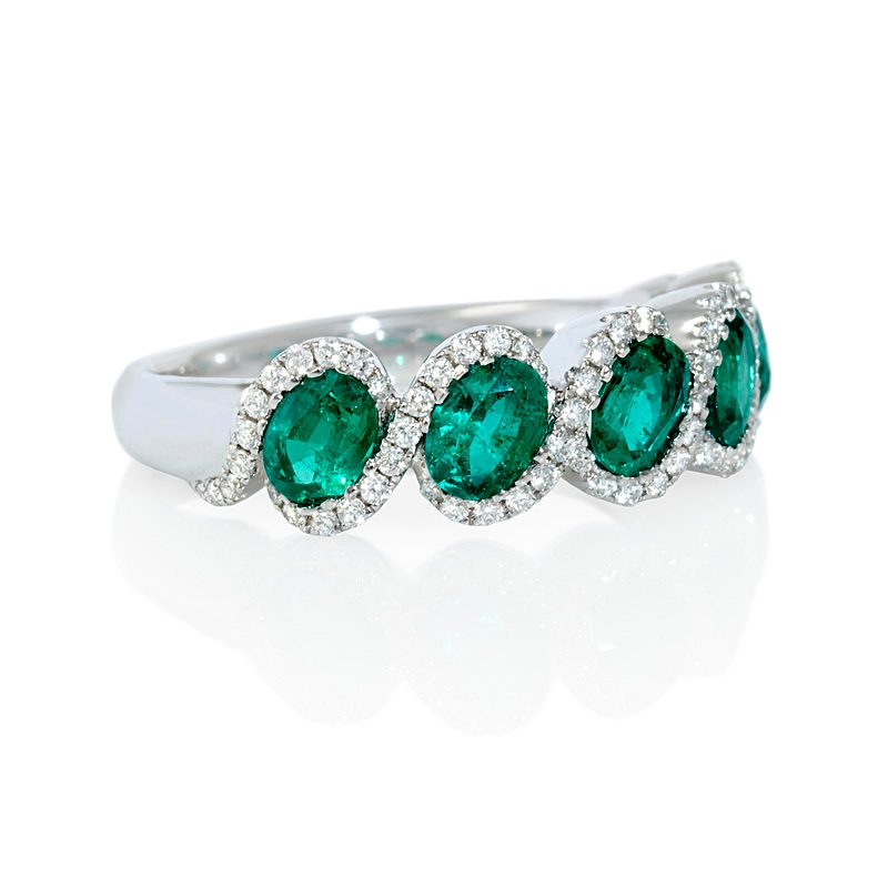 25ct and emerald 18k white gold ring