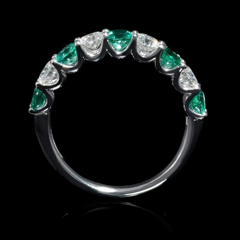 67ct and emerald 18k white gold ring