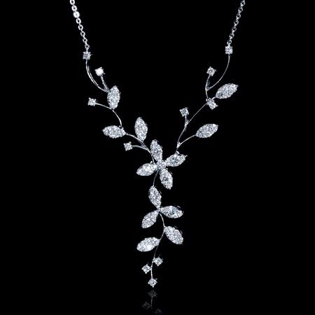 1.25ct Diamond 18k White Gold Flower Necklace
