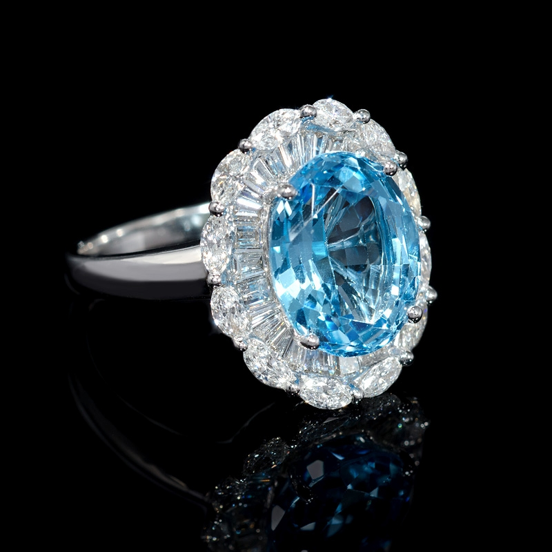 1 18ct and blue topaz 18k white gold ring