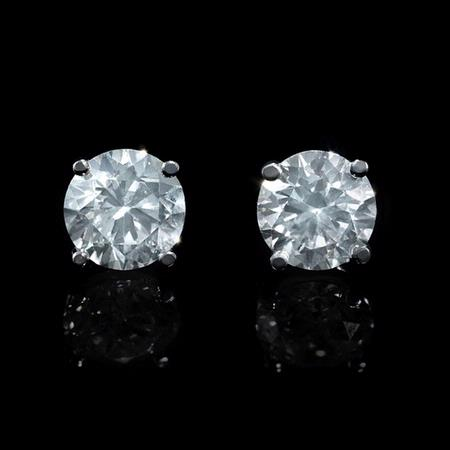 Diamond 1.95 Carats 18k White Gold Stud Earrings