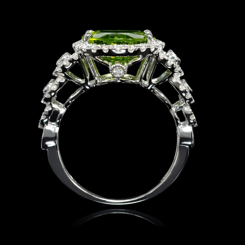 62ct and peridot 18k white gold ring
