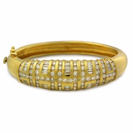 Diamond 18k Yellow Gold Bangle Bracelet