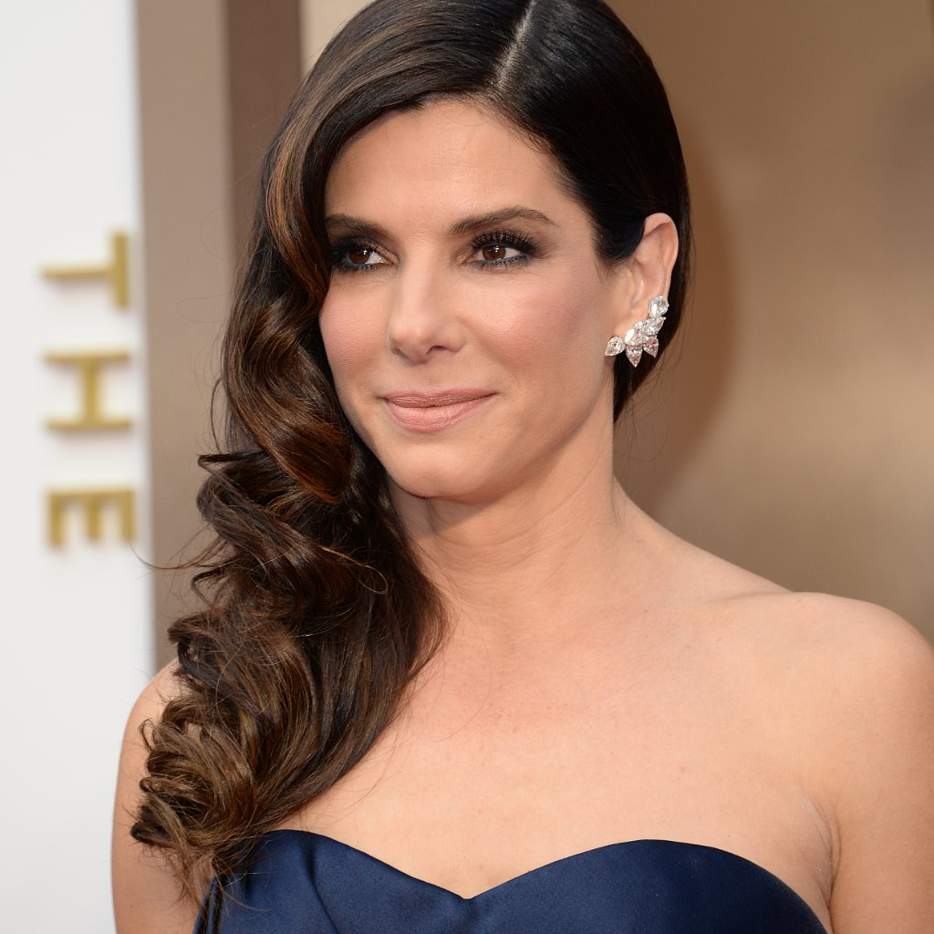 Sandra Bullock diamond earrings at Oscars 2014