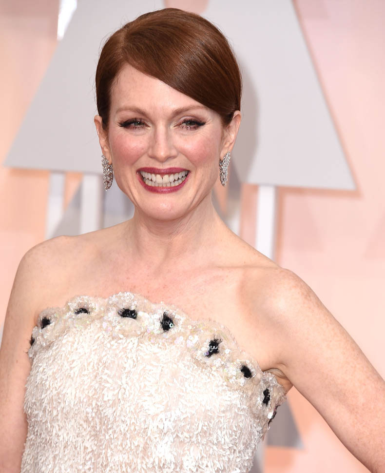 Julianne Moore Oscars 2015 earrings