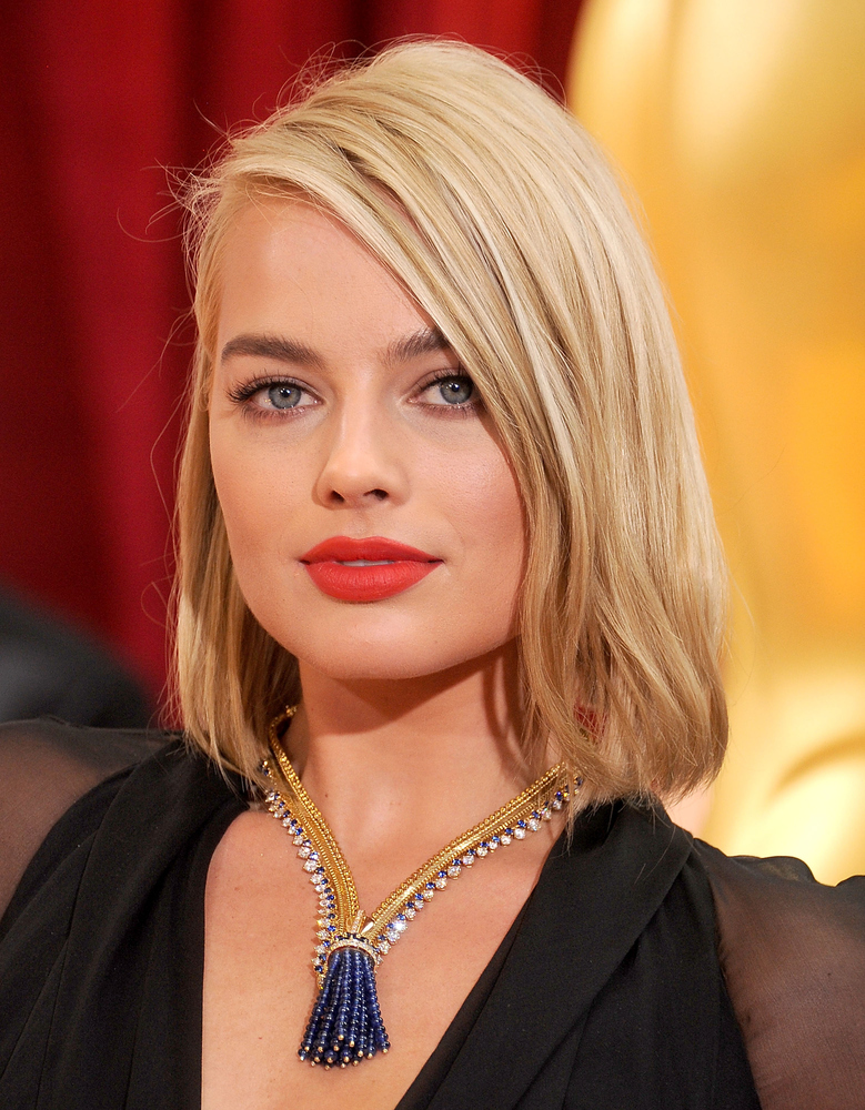 Margot Robbie The Zip Antique Colombine necklace